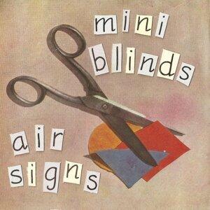 Mini Blinds Foto artis