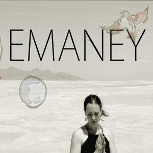Emaney Foto artis