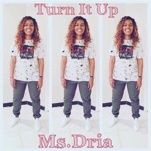 Ms. Dria Foto artis