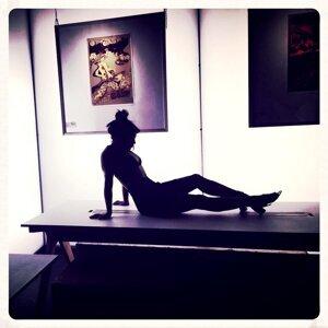 Vanessa White, Srno Foto artis
