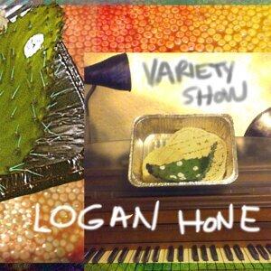 Logan Hone Foto artis