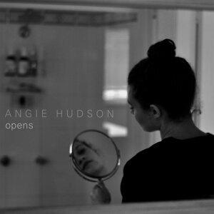 Angie Hudson Foto artis