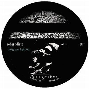 Robert Dietz 歌手頭像