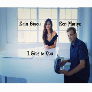 Ron Martyn, Rain Bisou, Rina Cervantes Foto artis