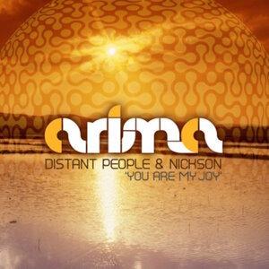 Distant People, Nickson Foto artis