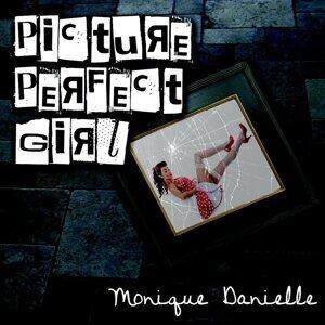 Monique Danielle Foto artis