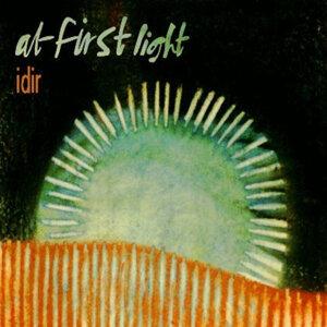 At First Light Foto artis