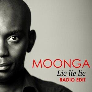 Moonga Foto artis