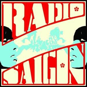Radio Saigon Foto artis