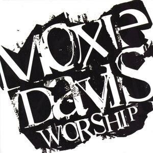 Moxie Davis Worship Foto artis