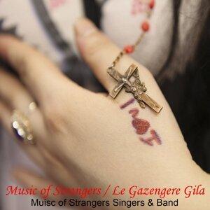Music of Strangers Singers & Band Foto artis