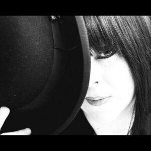 Julia Olivarez 歌手頭像