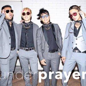 under prayer (under prayer) 歌手頭像