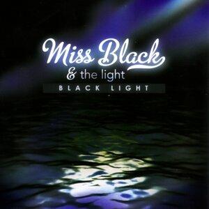 Miss Black & the Light 歌手頭像