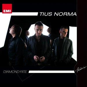 Tius Norma 歌手頭像