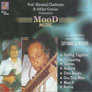 Pt. Shyamal Chatterjee, Arthur Gracias 歌手頭像