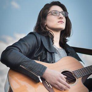 Hannah Sarganis Artist photo