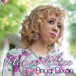 Anya Dixon Artist photo