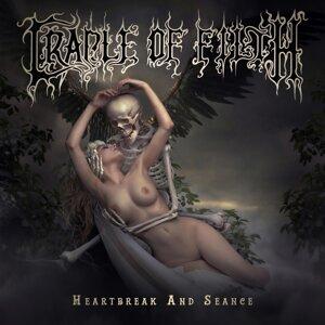 Cradle Of Filth (惡靈天皇合唱團)