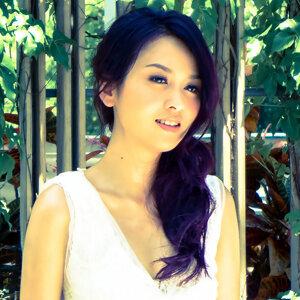 張紋嘉 (Crystal Cheung) 歌手頭像