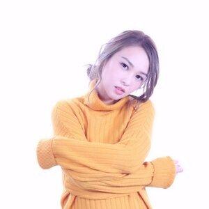 張紋嘉 (Crystal Cheung)