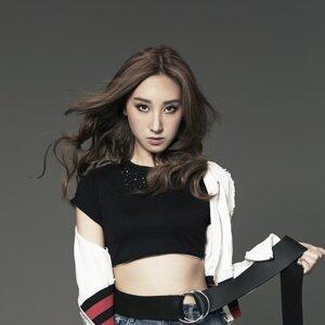 Angela Hui (許靖韻)