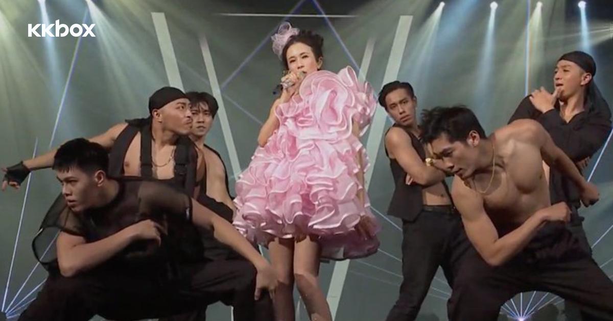 【第14屆 KKBOX 風雲榜】莫文蔚與裸男性感共舞:不敢讓老公知道!