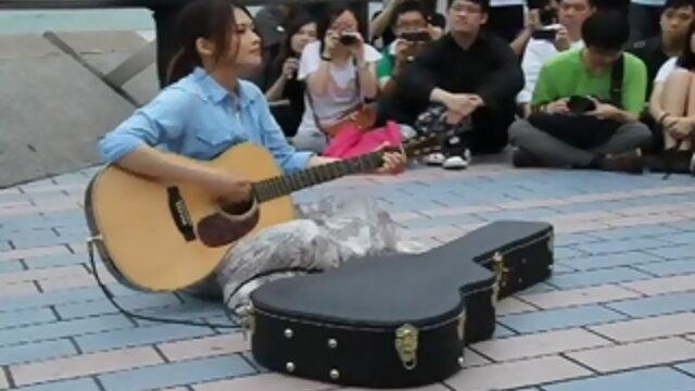 YUI 香港街頭Live表演紀實part 1