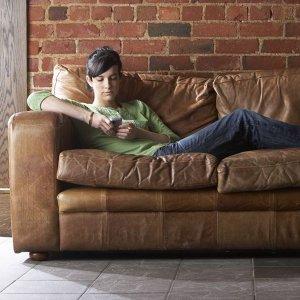 只想賴在沙發上