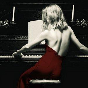 情歌遇上鋼琴,傾訴浪漫絮語