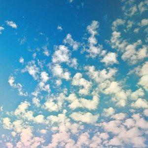 雲朵一塊塊 心情真愉快!