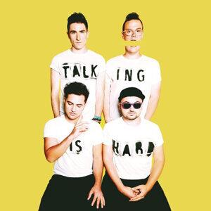 Walk The Moon (月球漫步樂團) - TALKING IS HARD
