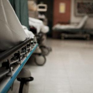 待在深夜的急診室