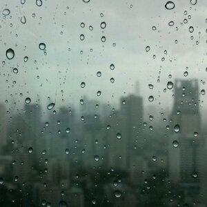 被雨困住的城市
