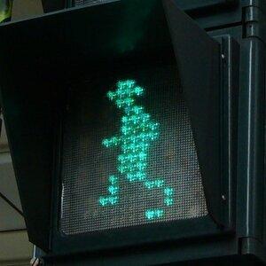 小綠人跑跑跑(急喘)生日快樂唷