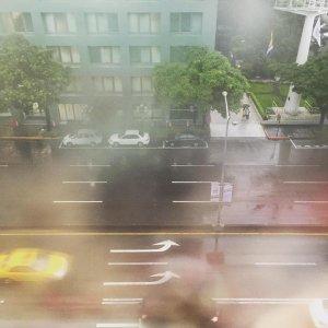 夏日的午後雷陣雨