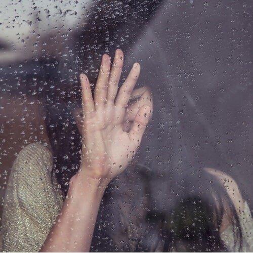 分不清是雨還是淚, 但擦乾了就好