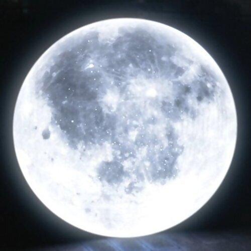 你家那邊看得到月亮嗎?