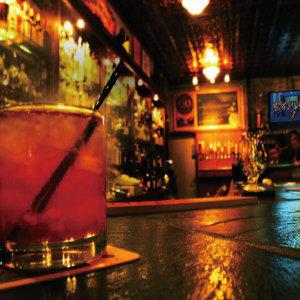 過節沒人陪?來小酒館喝一杯吧!