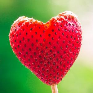 心情有如草莓般又酸又甜,這是戀愛。