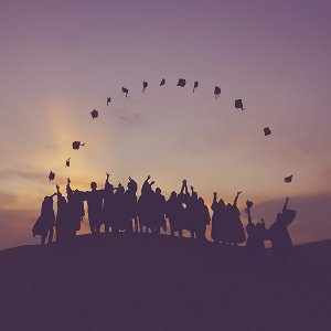 畢業不說再見 就讓回憶漫延
