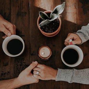 下雨天,在咖啡廳和你聊天