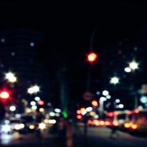 走在夏夜裡的城市,想你