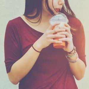 一杯大冰奶,桃花跟著來