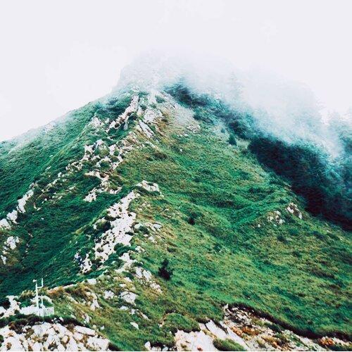 登上山岳,挑戰自己!