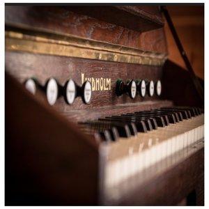 讓鋼琴帶你,享受寧靜的午後