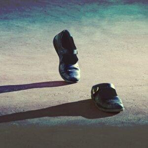 漫步夜晚聽寂寞的歌