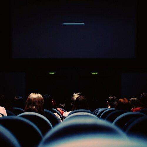 假裝在電影院看電影