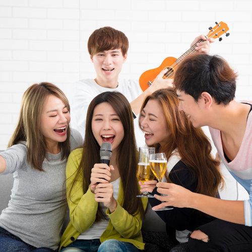好友歡聚齊開唱!⚡ KTV必點華語嗨歌