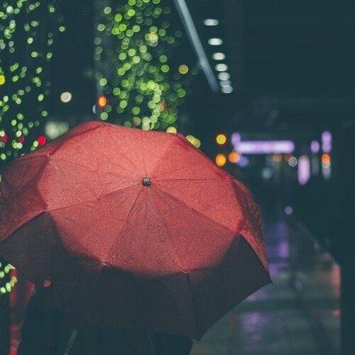 天濛濛,雨滴輕敲心事堆積 🌧